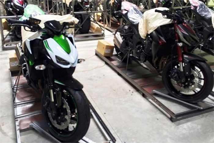 Một trong 3 đại lý Kawasaki chính hãng tại Việt Nam vừa nhận đặt cọc lô hàng 10 chiếc Kawasaki Z1000 2016 được cho sắp cập cảng Sài Gòn.