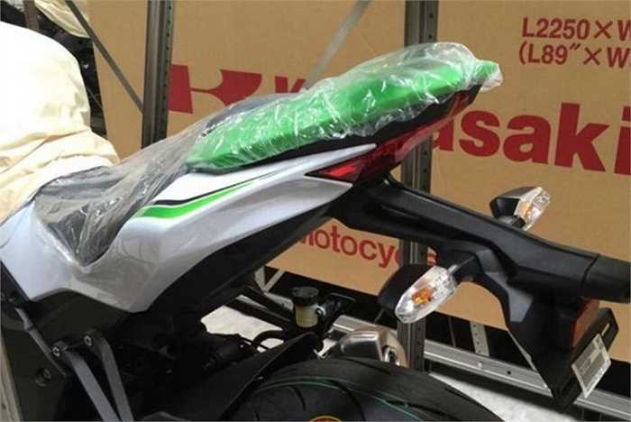 Với 3 màu sắc mới của phiên bản 2016, hứa hẹn sẽ mang đến cho các tín đồ Việt nhiều sự lựa chọn. Trước đó nhiều phiên bản Z1000 2014, 2015 cũng đã được các bikers Việt đón nhận.