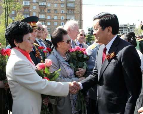 Bà Tamara Vasilevna, vợ phi hành gia Titov gặp Chủ tịch nước Trương Tấn Sang tại Matxcơva tháng 5/2015