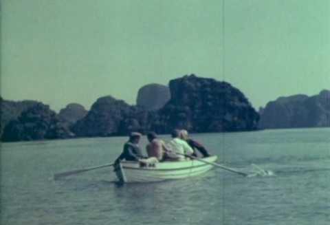 Titov chèo thuyền