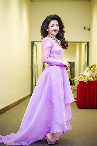 Đồng hành với Dương Hoàng Yến không ai khác chính là Hà Anh, bạn trai lâu năm của cô.