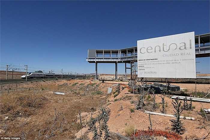 Sân bay này đã đóng cửa vào năm 2012, chỉ bốn năm sau khi được đưa vào hoạt động chính thức
