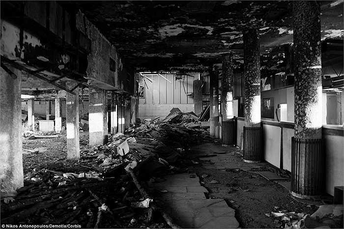 Ellinikon từng bị Đức quốc xã chiếm đóng và sử dụng như một căn cứ không quân trong Thế chiến II. Ngoài ra sân bay này cũng là nơi diễn ra các sự kiện Olympic năm 2004 được tổ chức tại Thủ dô Athens