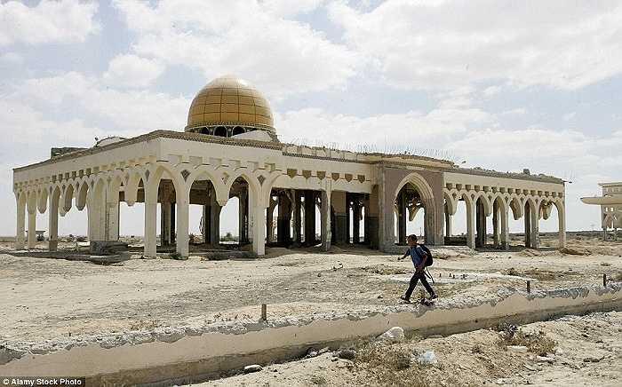 Sân bay quốc tế Yasser Arafat ở Dải Gaza đã từng là niềm tự hào của Palestine, nhưng giờ đây nó chỉ là một đống đổ nát do chiến tranh tàn phá