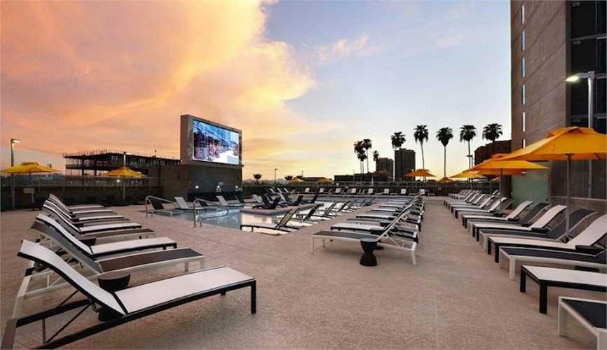Khu ký túc xá 5 sao Core Campus mang phong cách khách sạn với bể bơi siêu hiện đại.