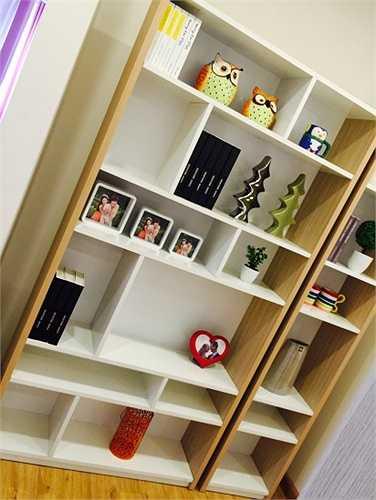 Tủ bày đồ trang trí đơn giản, tiện ích. Một trong những yếu tố khiến cho căn hộ trở nên khá đẹp nhờ thiết kế hợp lý, mỗi căn có diện tích từ 109m2 – 159m2 với 2 - 3 phòng ngủ.