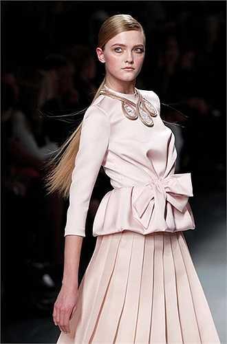 Người đẹp Vlada Roslyakova trên sàn diễn thời trang Paris
