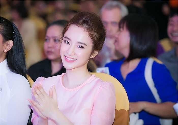 Angela Phương Trinh đã góp mặt ở sự kiện Ngày hội ăn chay vì cộng đồng diễn ra vào ngày 13-9, tại nhà thi đấu Nguyễn Du (TP HCM).