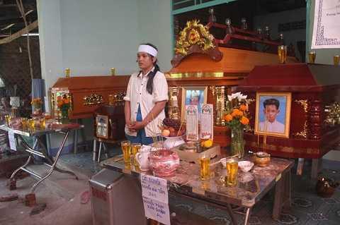 Ba cháu bé thiệt mạng thương tâm trong vụ cháy cho chính cha mình gây nên - Ảnh Giang Phương