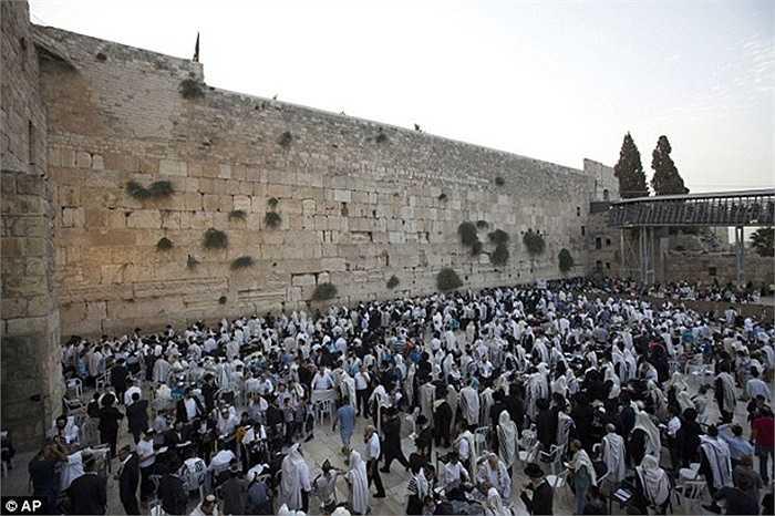 Ngay trước ngày lễ Năm mới của người Do Thái, cuộc đụng độ đã khiến căng thẳng giữa Israel và Palestine leo thang