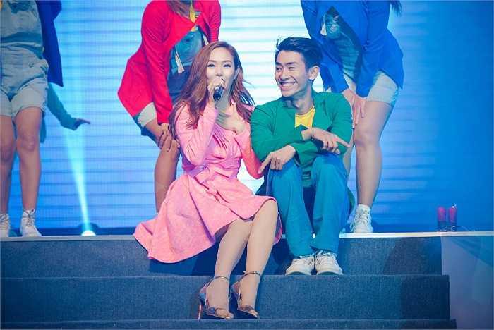 Minh Hằng đã có mặt tại Hà Nội giới thiệu album mới vào tối 13/9.