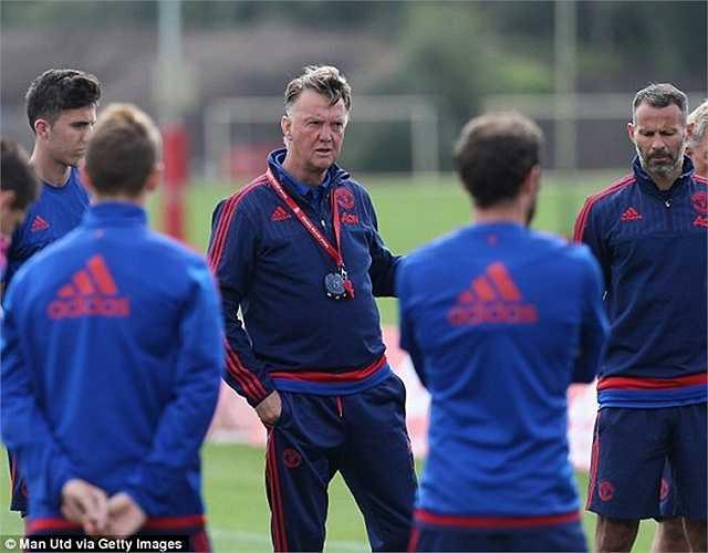 Bên cạnh thắng lợi trên sân cỏ, Van Gaal cũng được cho là đã biết lắng nghe học trò hơn