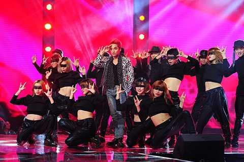 Ca khúc này đã được nam ca sĩ remix lại mới lạ hơn với phần rap do anh chắp bút viết vô cùng sôi động và cuồng nhiệt để mở màn tuyệt vời cho đêm chung kết Giọng hát Việt.
