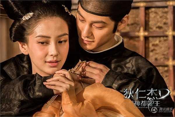 Angelababy - Kim Bum: Bộ phim Địch Nhân Kiệt: Rồng biển trỗi dậy (2013) với sự góp mặt của cặp đôi Angelababy và mỹ nam Kim Bum trong vai nàng Ngân Duệ Cơ và chàng Nguyên Chấn nho nhã, yêu thích thơ ca.