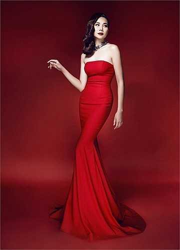 Năm nay, sắc Đỏ sẽ là gam màu chủ đạo mà anh sẽ đưa vào trong các mẫu thiết kế của mình ở liveshow sắp diễn ra.
