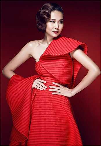 Hầu như thời gian anh dành cho công việc chuyên môn với một loạt dự án chạy dài xuyên suốt cả năm như thiết kế trang phục cho các show truyền hình thực tế; thiết kế và tạo dựng phong cách cho các ngôi sao Việt cũng như dành thời gian tham dự các Tuần lễ Thời trang, Triển lãm thời trang trên thế giới…