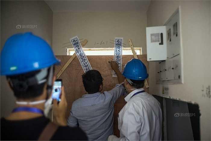 Một ngôi nhà được niêm phong trong khi chính quyền Thiên Tân tìm cách khắc phục hậu quả vụ nổ