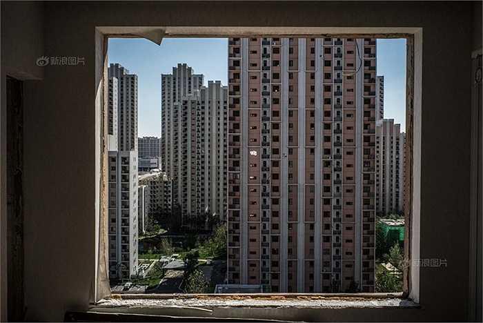 Hàng loạt những tòa nhà gần kho hàng Thiên Tân nay trở thành nhà hoang