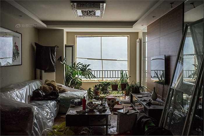 Khung cảnh trong một ngôi nhà gần kho hàng Thiên Tân, 1 tháng đã trôi qua nhưng chưa ai được về ở như trước