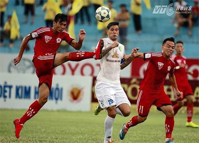 Hà Nội T&T tiếp Than Quảng Ninh trên sân nhà Hàng Đẫy vòng 25 V-League 2015. (Ảnh: Quang Minh)