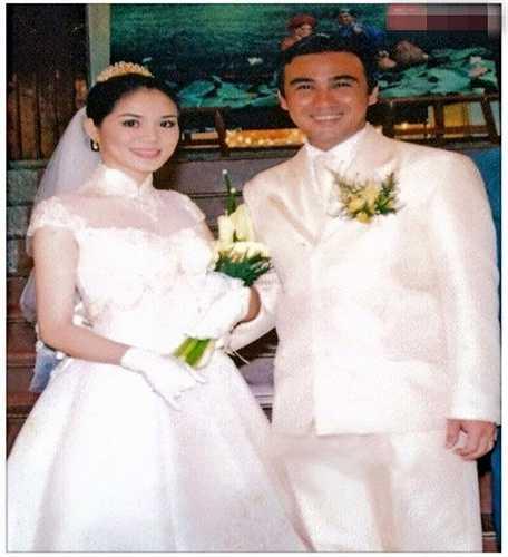 Diễn viên Quyền Linh và vợ Dạ Thảo trong ngày cưới. Hiện cặp đôi đang có cuộc sống rất yên bình và hạnh phúc bên hai công chúa xinh xắn.