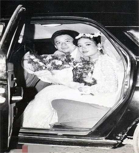 Nghệ sỹ Chiều Xuân kết hôn cùng nhạc sỹ Đỗ Hồng Quân năm 1987. Khi đó, chị mới 20 tuổi và đang là sinh viên khoa diễn viên của trường Sân khấu Điện ảnh.
