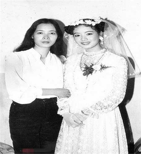 Vì rất yêu thích phong cách tiểu thư nên trong ngày cưới, nữ diễn viên đã nhờ chị gái mình làm tóc và trang điểm theo ý thích.