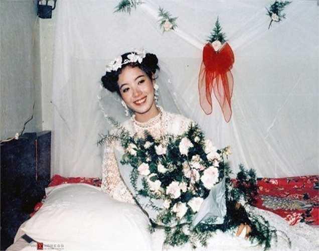 Cô dâu Chiều Xuân xinh đẹp và rạng ngời trong ngày cưới.