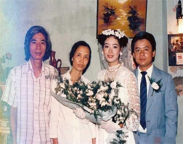 Ở thập niên những năm 80, ảnh màu khá đắt nên trong album ảnh cưới của nghệ sỹ Chiều Xuân chỉ có một số tấm đặc biệt mới được in màu.
