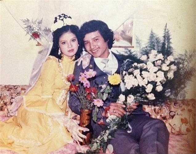 Ảnh cưới của NSƯT Chí Trung và Ngọc Huyền năm 1986 được chụp tại phòng riêng.
