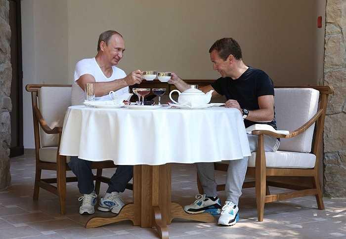 Sau khi tập luyện, hai ông Putin và Medvedev đã cùng nhau ăn sáng