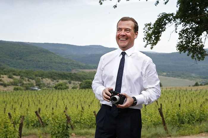 Thủ tướng Nga Dmitry Medvedev trong chuyến thăm hợp tác xã sản xuất nông nghiệp Terruar ở làng Rodnoye