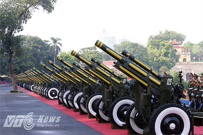 Chiều 31/8, tại khu vực sân hoàng thành Thăng Long, 25 khẩu pháo 105 mm đã được chuẩn bị sẵn sàng phục vụ cho dịp lễ Quốc khánh sẽ diễn ra vào ngày 2/9.