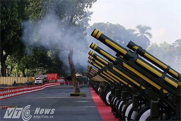 25 khẩu pháo được chia làm 5 cụm, mỗi cụm 5 khẩu.