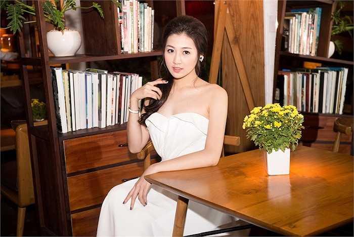 Gương mặt bầu bĩnh, làn da trắng sáng, Dương Tú Anh là cái tên thường được nhắc đến trong nhiều sự kiện lớn nhỏ.