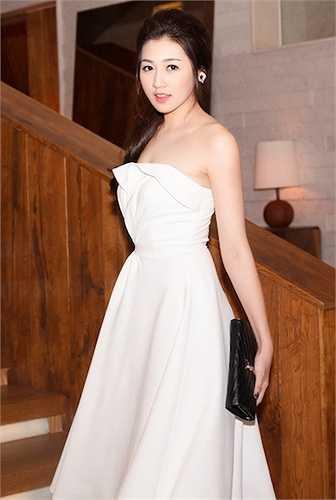 Được biết, sau khi tốt nghiệp chuyên ngành báo chí, Á hậu Tú Anh đang định hướng cho mình một công việc mà cô yêu thích ở Đài truyền hình.