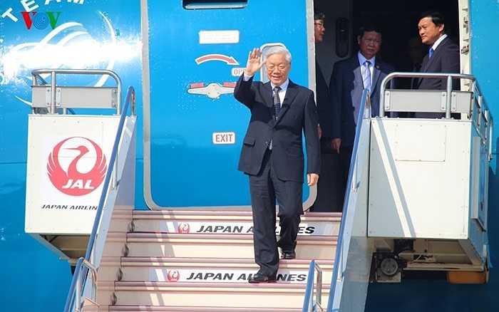 Lúc 11h55 phút trưa 15/9 theo giờ Việt Nam (tức 14h55 phút theo giờ Nhật Bản), Tổng Bí thư Nguyễn Phú Trọng và Đoàn đại biểu cấp cao Việt Nam đã đến sân bay Haneda ở Thủ đô Tokyo, bắt đầu chuyến thăm chính thức Nhật Bản từ ngày 15-18/9 theo lời mời của Thủ tướng Nhật Bản Shinzo Abe
