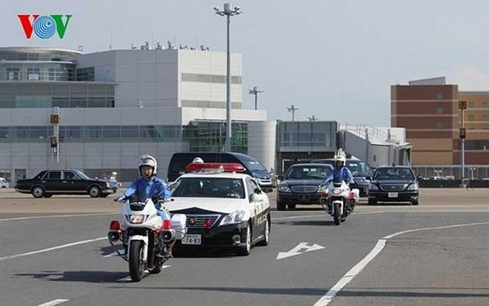 Đoàn xe của Tổng Bí thư Nguyễn Phú Trọng rời sân bay về Nhà khách Chính phủ Nhật Bản