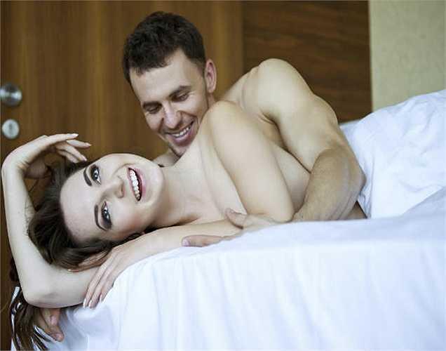 3. Khi bạn ôm ấp với một người thân yêu, hormone oxytoxin là hormone cảm giác tốt được phát hành. Đây là lý do tại sao chúng ta có xu hướng cảm thấy tốt hơn khi chúng ta ôm ấp.