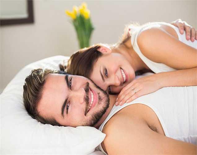 6. Một số chuyên gia y tế cũng nói rằng nguy cơ mắc bệnh tim mạch sẽ giảm đáng kể cho một người có một cuộc sống lãng mạn tích cực bao gồm cả âu yếm.