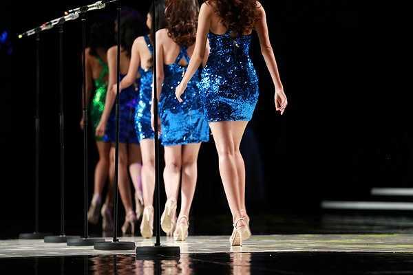 Đêm thi bán kết của cuộc thi vừa diễn ra tối 15/9 tại sân khấu diễn ra chung kết Hoa hậu Hoàn vũ Thế giới 2008.
