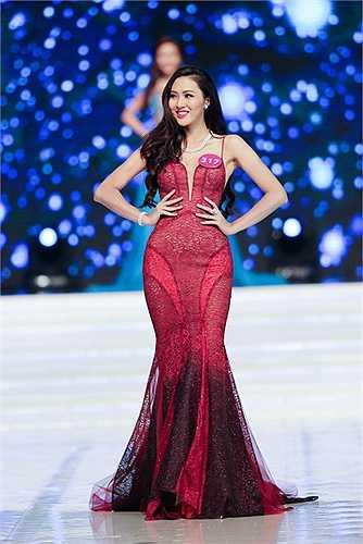 Danh sách top 45 người đẹp tiếp tục bước vào vòng chung kết được MC Phan Anh và Ngọc Diễm công bố trên sân khấu, trong đó có hai thí sinh được đặc cách là Á hậu Nguyễn Thị Loan và Hoa khôi Nguyễn Thị Lệ Nam Em.
