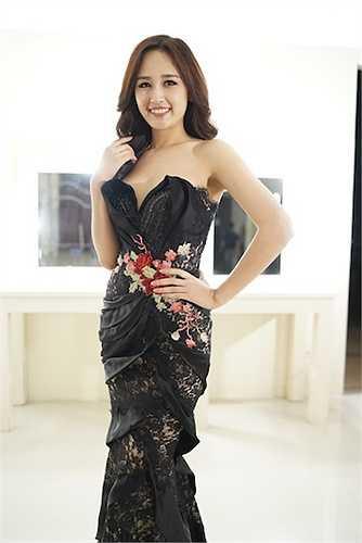 Dù từng có thời gian xa rời showbiz, nàng Hoa hậu dường như vẫn giữ được sức nóng và sự thu hút giới truyền thông như ngày nào.