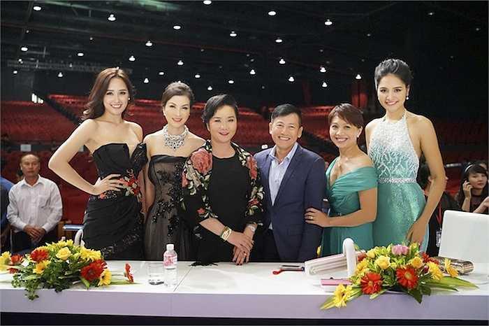 Mai Phương Thuý và dàn giám khảo Hoa hậu Hoàn vũ Việt Nam 2015.