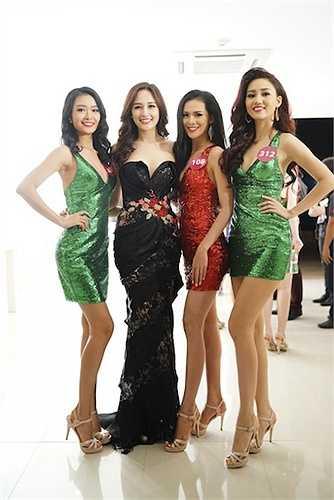 Dàn thí sinh của Hoa hậu Hoàn vũ Việt Nam 2015.