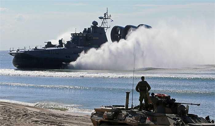 Tàu đổ bộ Mordovia của Nga chuẩn bị cập bến