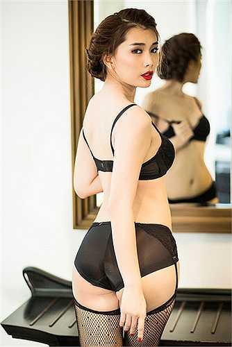 Nếu xét về số đo, vòng 3 của Lan Hương có thể không lớn nhất nhưng lại hợp với vóc dáng của cô và xứng đáng là vòng 3 gợi cảm nhất làng mẫu.