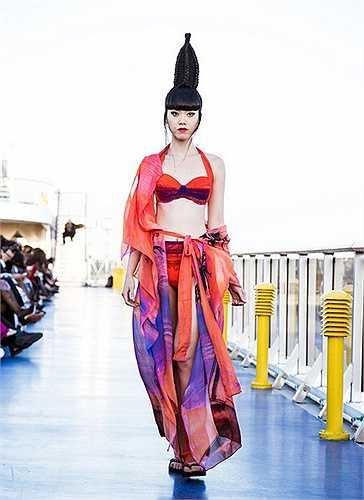 Jessica Minh Anh có phong cách ấn tượng cả trên sàn diễn lẫn bên lề sân khấu. Cô là khách mời thường xuyên trên hàng ghế VIP của các show thời trang quốc tế. Nguồn: Dân Việt