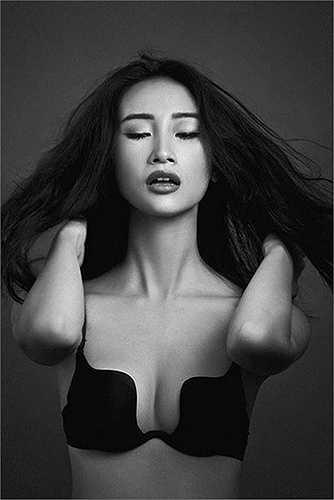 Ngôi vị người mẫu lột xác ấn tượng nhất còn có Trang Khiếu. Quán quân Vietnam's Next Top Model mùa đầu tiên cũng là một trong những điển hình của nàng 'vịt hóa thiên nga'.