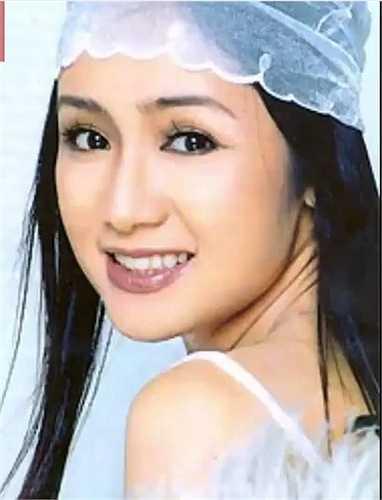 Cô sinh năm 1969, người gốc Tuyên Quang.